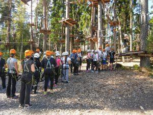Seikkailupuisto oli monen 6. luokkalaisen mielestä leirikoulun kohokohta.